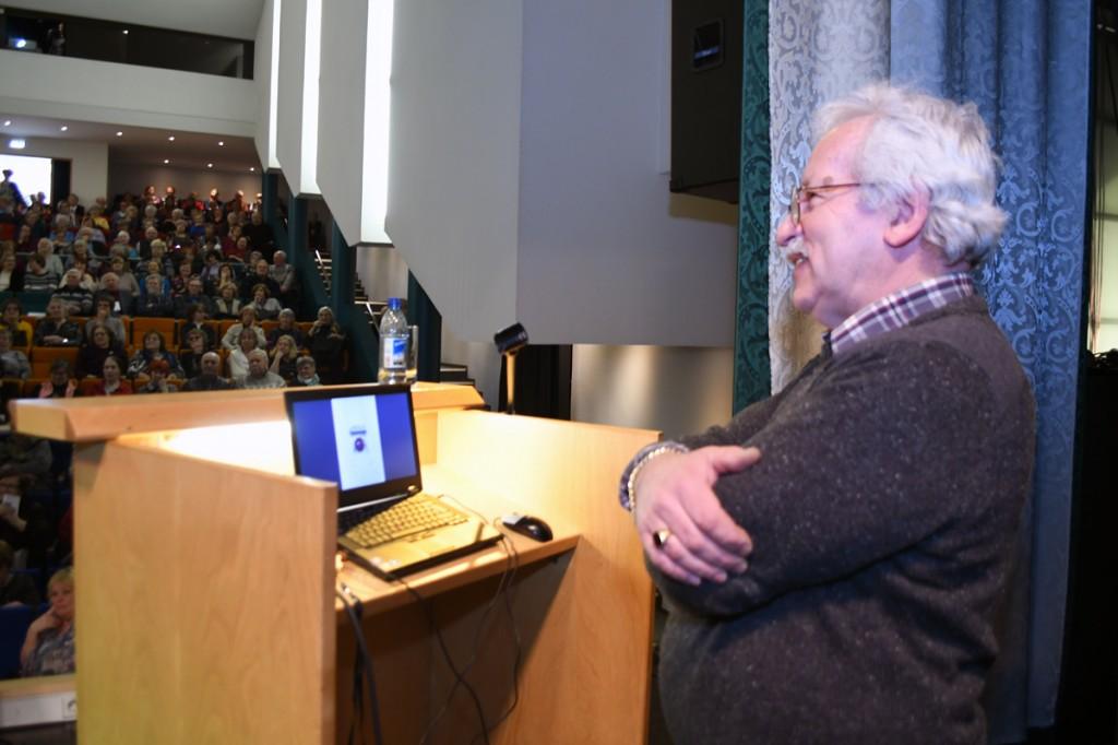 Ehtekunstnik Jaan Pärn loenguga Pärnu Väärikate ülikooli kuulajate ees Foto Urmas Saard