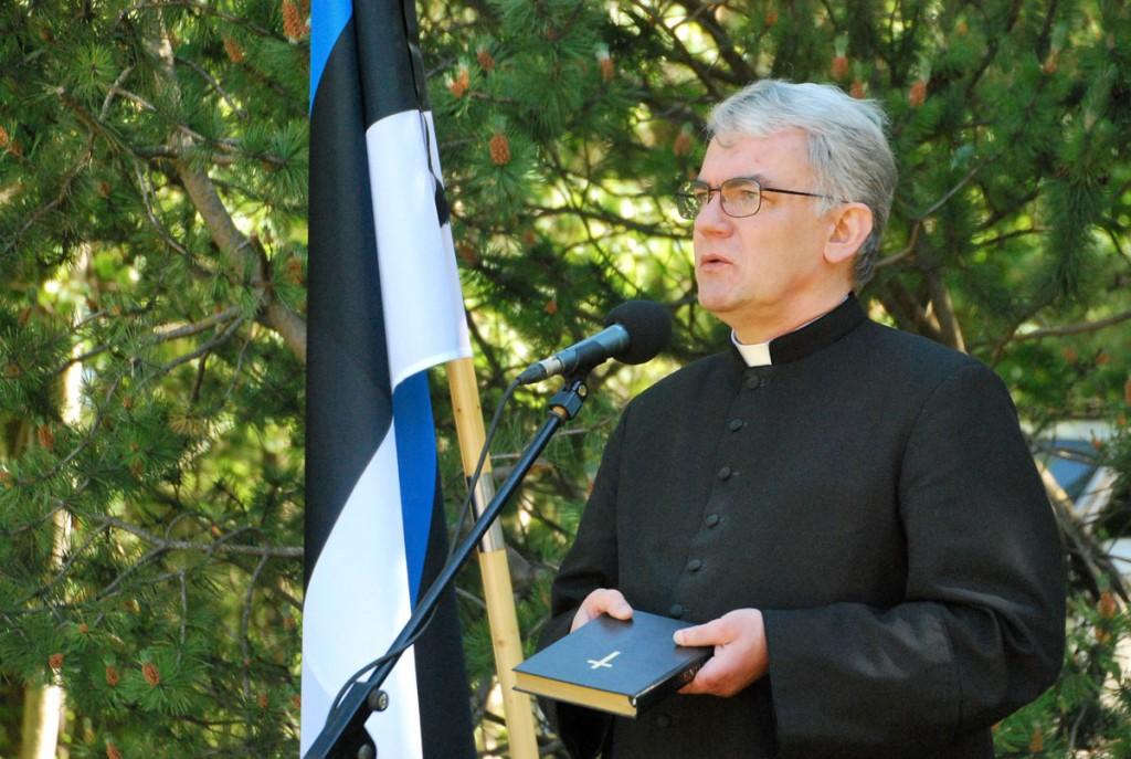 Eliisabeti koguduse õpetaja Tõnu Taremaa Leinapargis Foto Urmas Saard