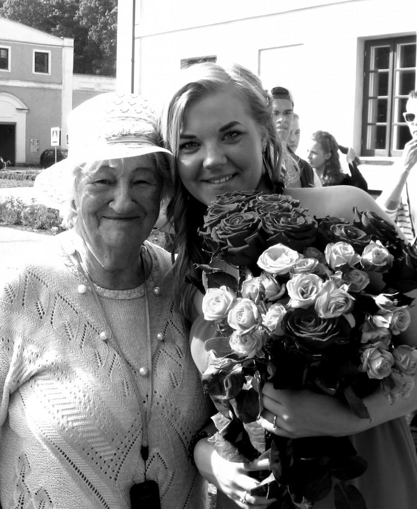 Elle Lees koos oma tütretütre Ly-Andra Pärnastega aastal 2013 Foto erakogust