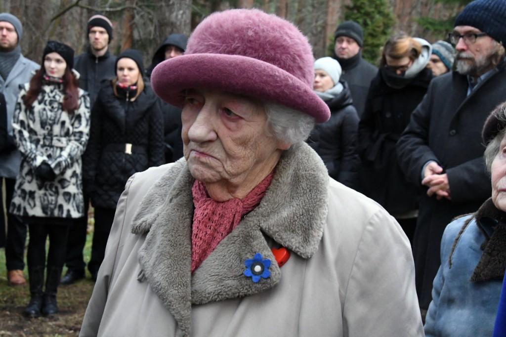 Elle Lees (pildil) algatas mõtte luua hauatähis nendele riigivanematele, kelle haua olemasolust me mitte midagi ei tea Foto Urmas Saard