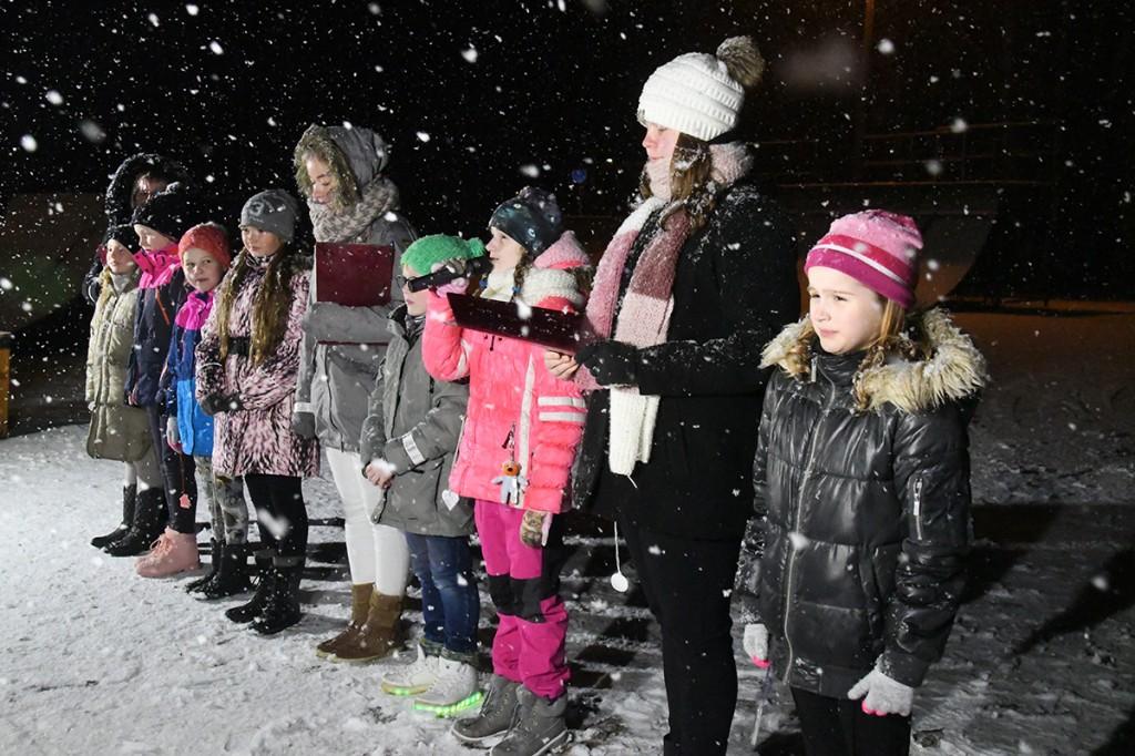 Eneli Arusaare näiterühma õpilased räägivad helkurist Foto Urmas Saard