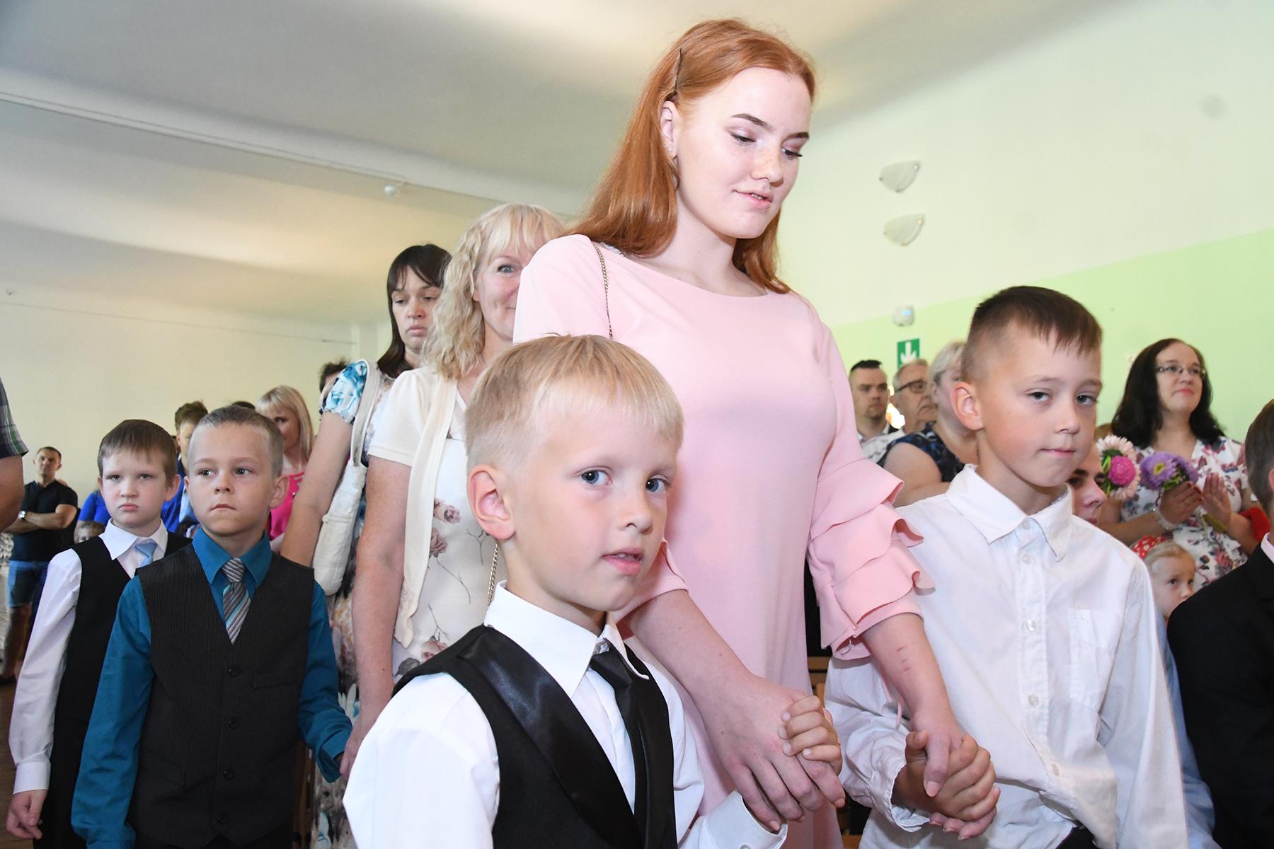 Esimene koolipäev Sindi gümnaasiumis kooliteed alustavatele lastele. Foto Urmas Saard