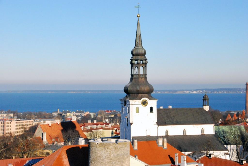 Esimest korda süüdati samal päeval 2006 a 16 küünalt Eesti riigipeade mälestuseks Tallinnas Piiskoplikus Toomkirikus Foto Urmas Saard