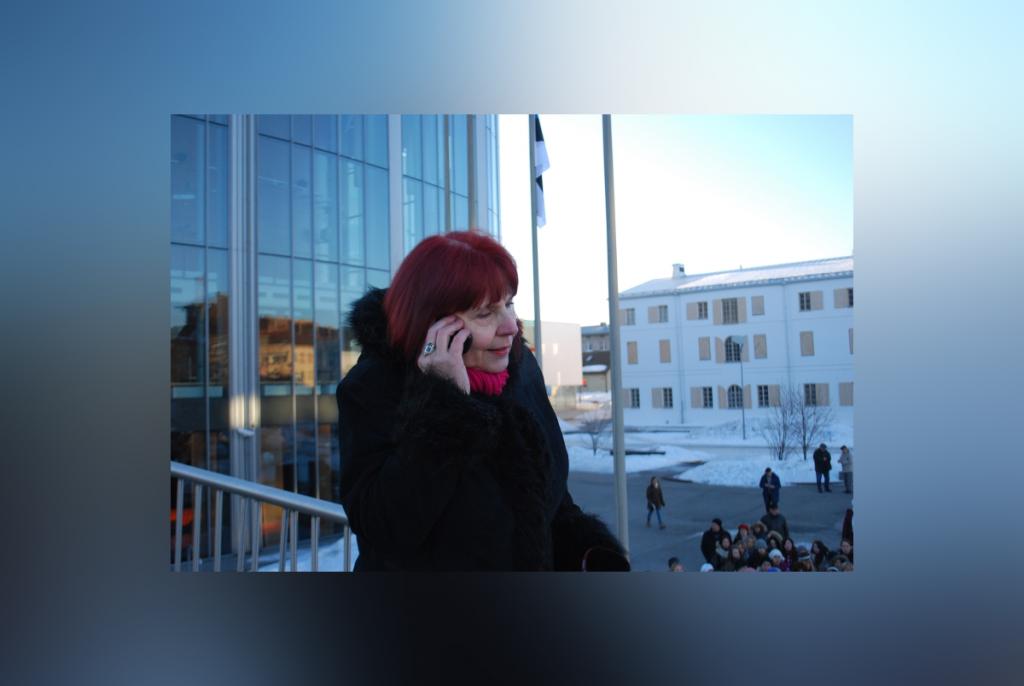 Ester Vilgats vahendab Terevisioonile operatiivselt värskeid teateid. Foto Urmas Saard