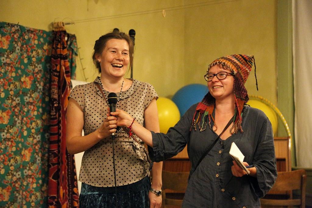 Festivali peakorraldaja Edina Csüllög (paremal) ja tema Marimaalt pärit abi Tatjana Alõbina.