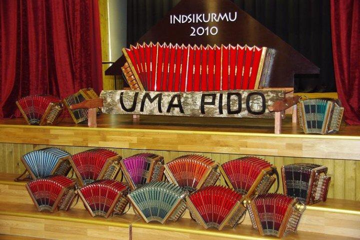 Eesti lõõtspillid 2010. aasta aprillis Uma peo logo esitlusel. Foto: Priidu Teppo
