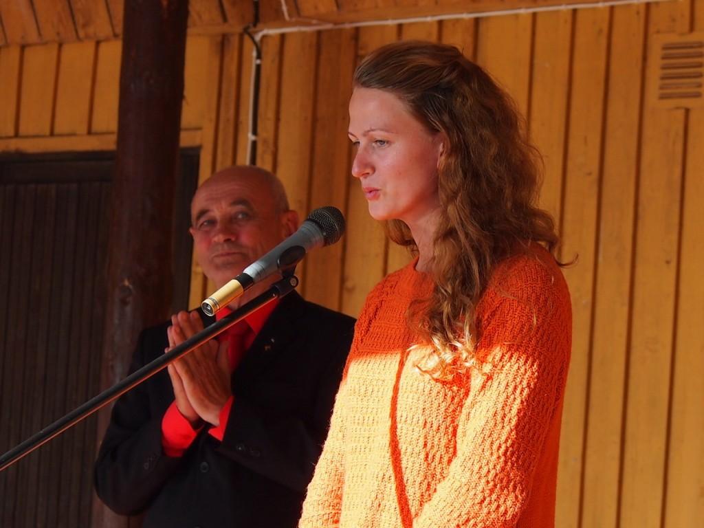 Helena Kesonen ütleb lõpusõnad Kuhjavere XII festivalil