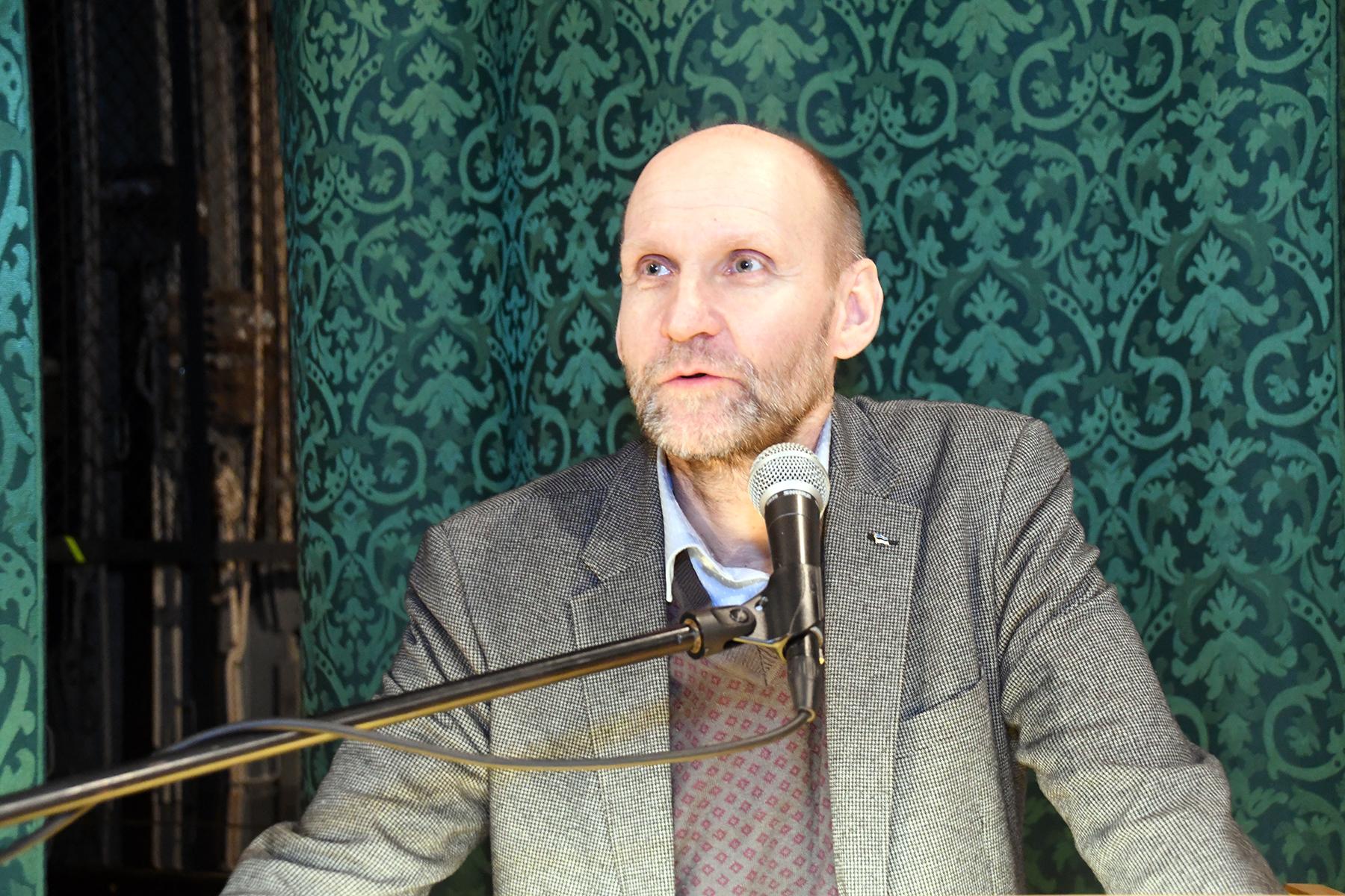 Helir-Valdor Seeder räägib Pärnu väärikatele pensionireformist. Foto Urmas Saard