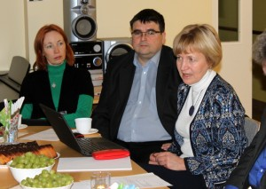 Haridus- ja teadusministeeriumi esindajad otsivad Roosi koolile sobivaimat riikliku rahastamisvõimalust. Foto: Põlva maavalitsus.