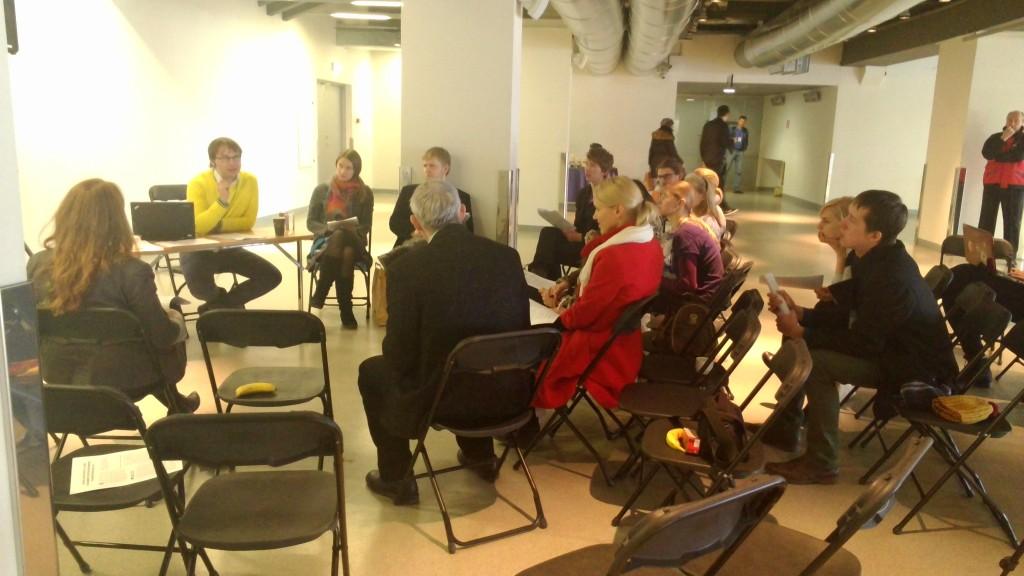 Vabatahtlike arutelu Lauluväljaku esimesel korrusel