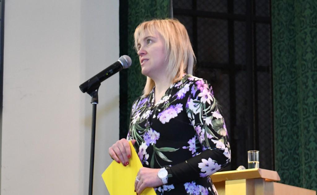 Irja Suvisild peab loengut TÜ Pärnu kolledži Väärikate ülikooli mitmesajale kuulajale Foto Urmas Saard