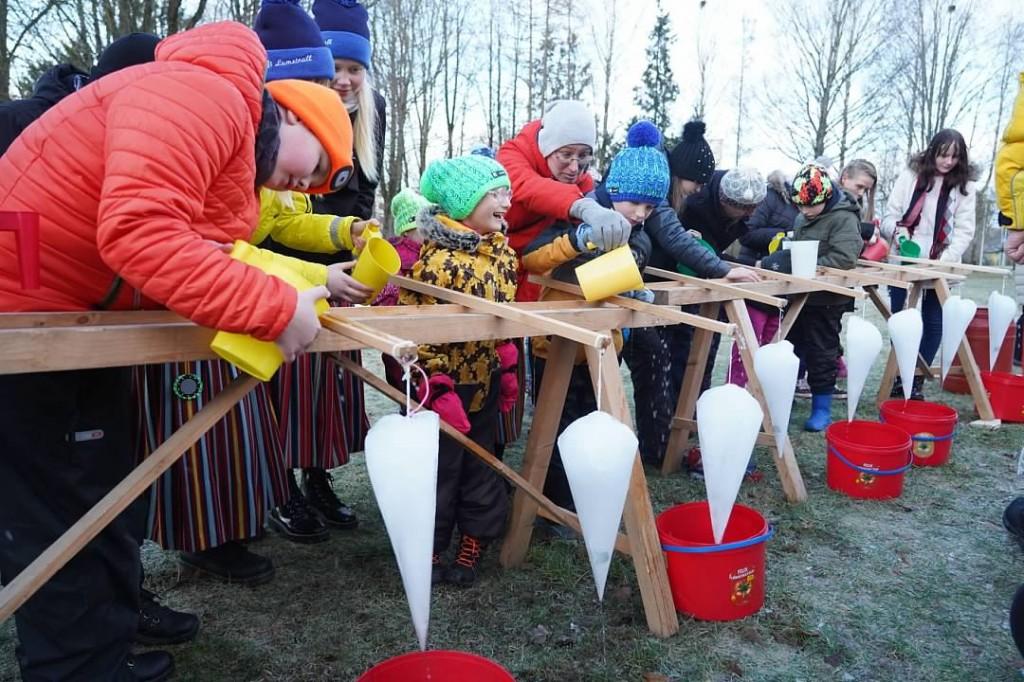 Jõgeva kultuurikeskuse töötajad Talvetrallil. Foto Riina Mägi