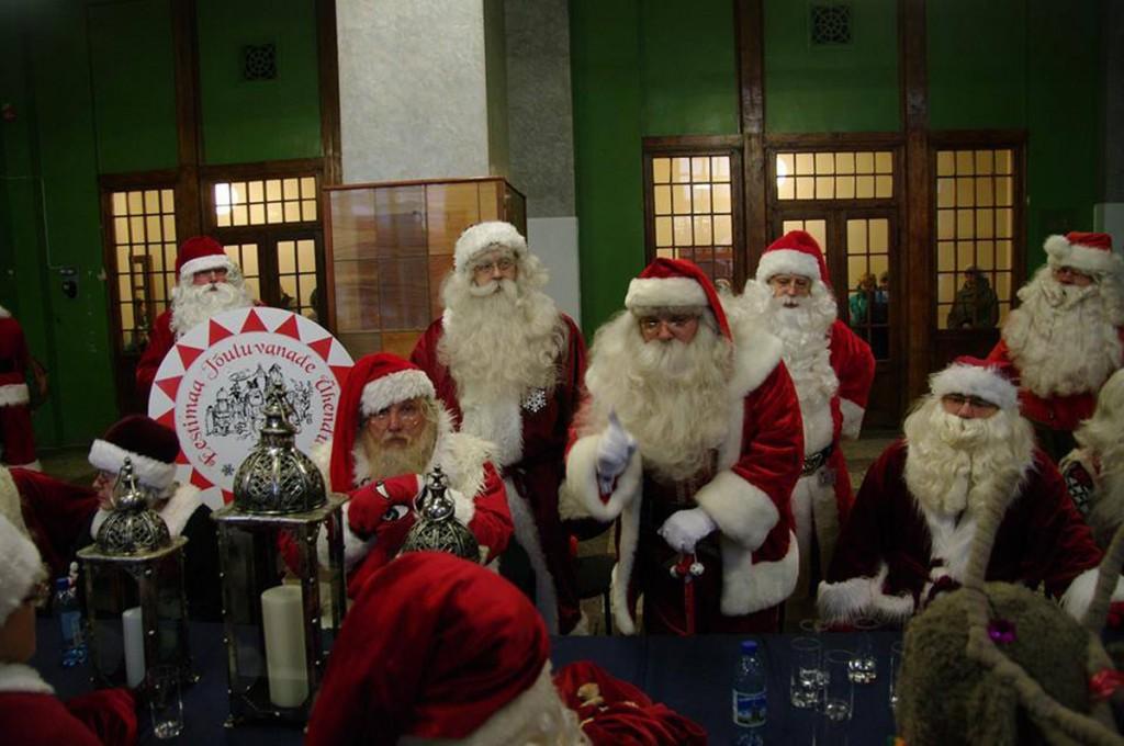 Jõuluvanad Valga raudteejaamas, teiste hulgas ka Ärni Foto Ärni isiklikust kogust