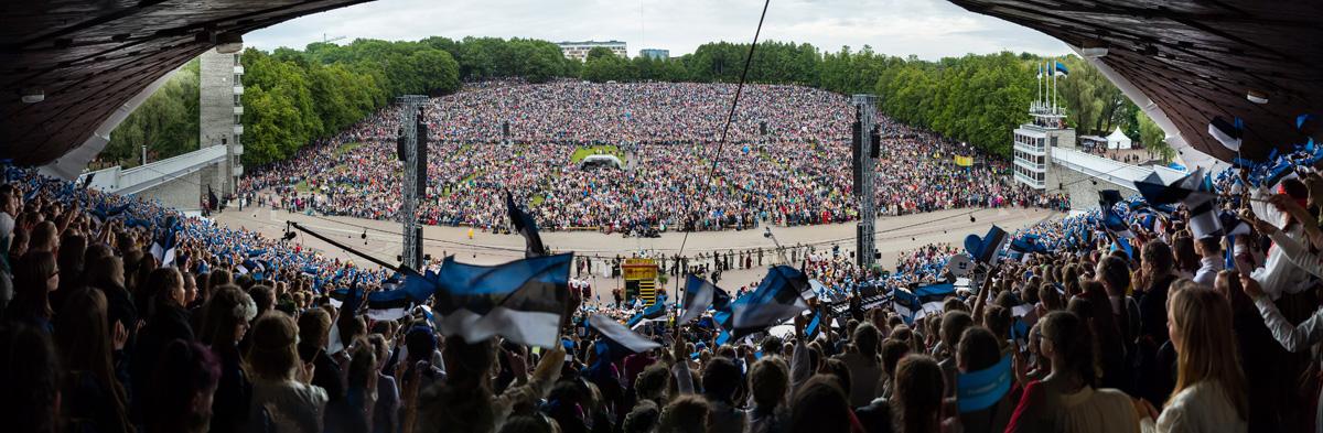 Jüri Trei, MTÜ Eesti Lipu Seltsi esimees Igale eestlasele, ükskõik kus maailma nurgas ta ka ei asuks, on sinimustvalge lipp kui kodu kaunistav ja meie rahvast ühendav sümbol! Foto Tiit Mõtus