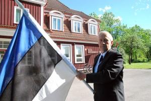 Jaan Roosnurmel oli Sindis tähistataval lipu päeval ühes tema isa Jaan Roosnurme lipp aastast 1929 Foto Urmas Saard