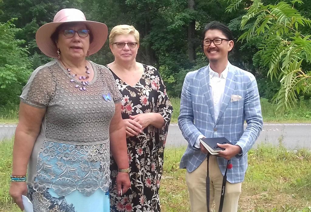 Jaapani külaline Yuij Miyata koos Viljandi abivallavanema Ene Saare ja tõlgiga. Foto Urve Mukk