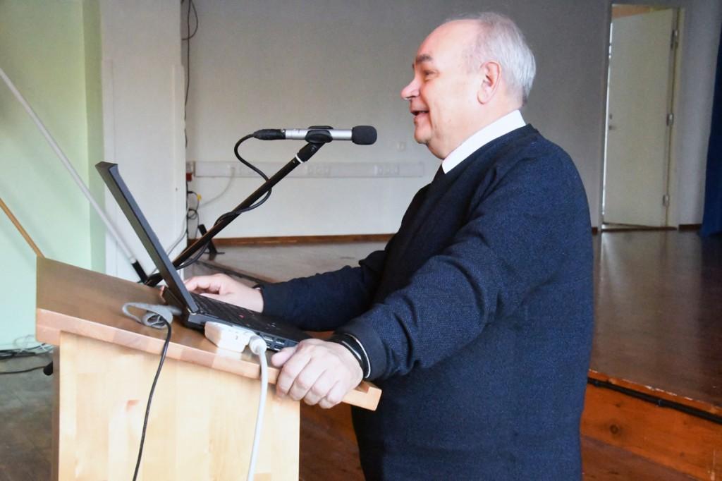 Joosep Tammo kõneleb Sindi gümnaasiumis reformatsiooni mõjudest Foto Urmas Saard