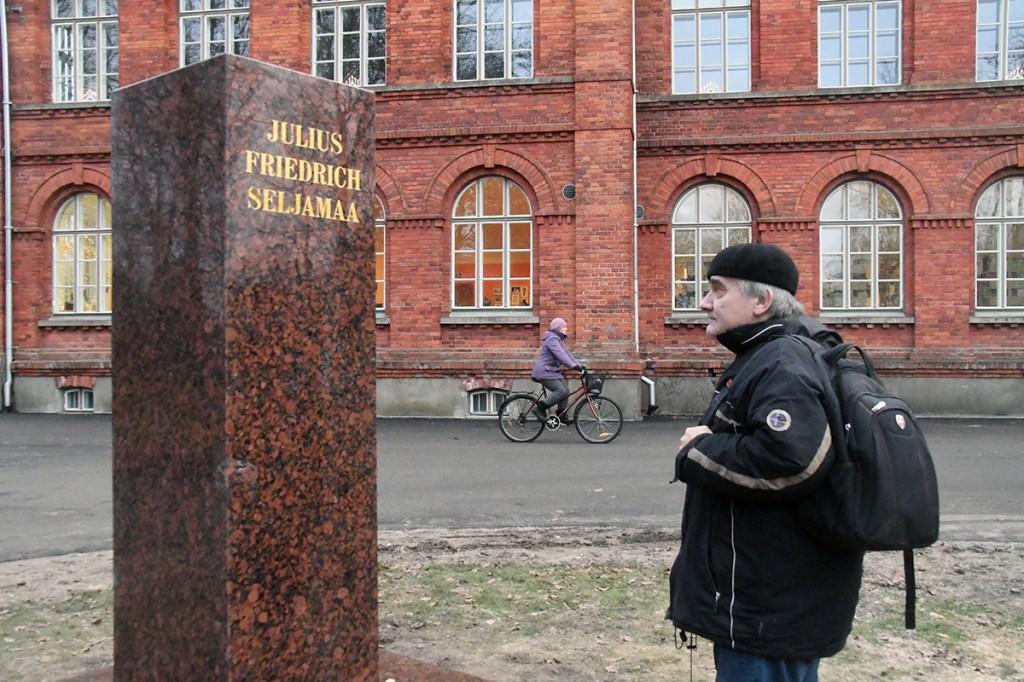 Julius Friedrich Seljamaa monumendi graniitkivist osa on paigaldatud. Foto Urmas Saard
