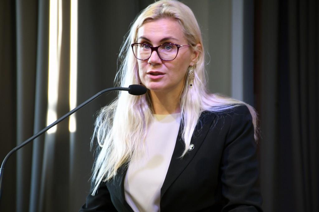 Kadri Simson, majandus- ja taristuminister TÜ Pärnu Väärikate ülikooli kuulajatele loengut pidamas Foto Urmas Saard