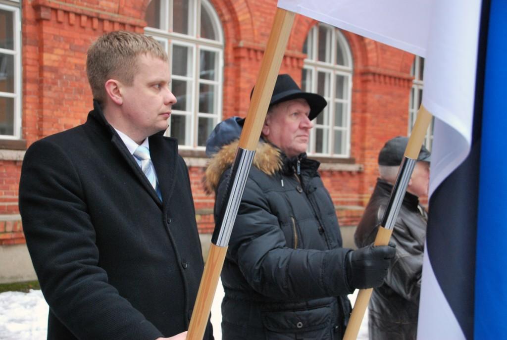 Kalev Kaljuste ja Mart Helme Eesti Vabariigi 98 aastapäeva tähistamisel Sindi linnas Foto Urmas Saard