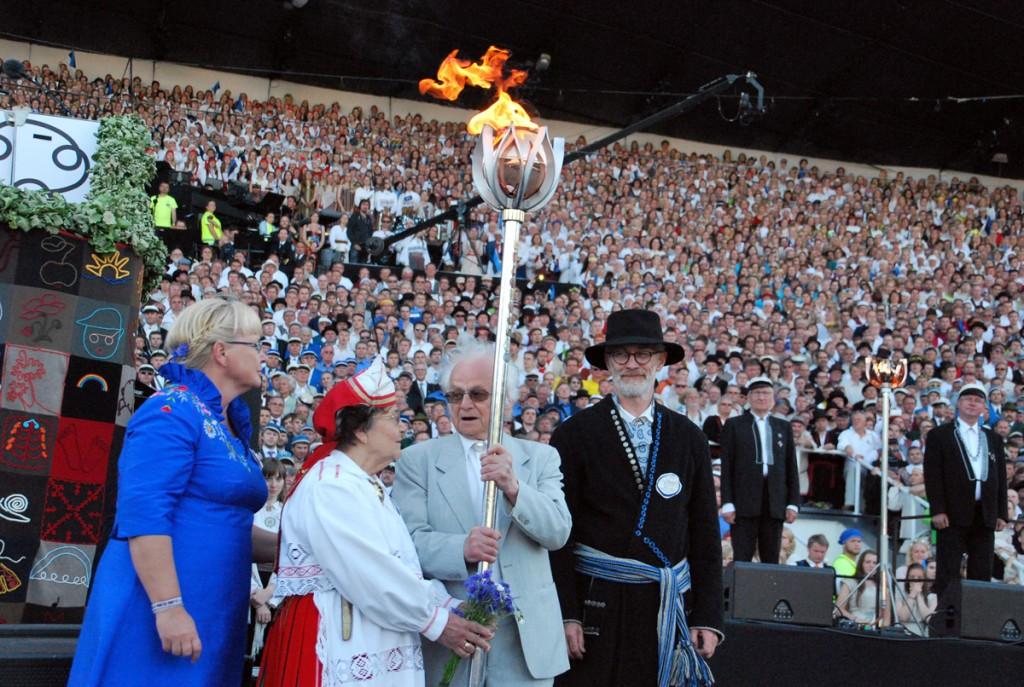 Karmel Johanson iga nelja aasta tagant kogunetakse suure laulukaare alla ja lauldakse isamaalisi laule Foto Urmas Saard