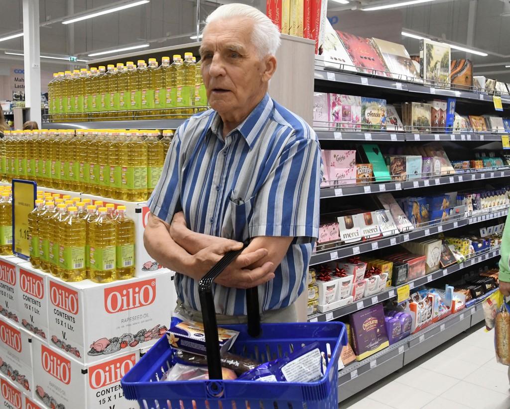 Kaupmeeste Liit kutsub eakamaid ja teisi riskirühmadesse kuuluvaid inimesi ostlema hommikutundidel, jättes võimaluse ülejäänud külastajatele ostude tegemiseks ajale pärast kella 11. Foto Urmas Saard