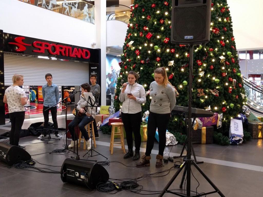 Korraldajad Merilin ja Lisett üritust avamas Foto Kristi Suppi