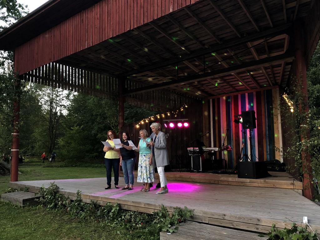 Laulavad Klaarika Klemm, Anu Tooming, Ruth Tooming ja Krista Pedak. Foto Anete Pihlak