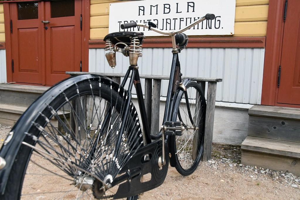 Laupäeval saab Eesti Maanteemuuseumis katsetada näiteks vigursõitu jalgrattaga Foto Urmas Saard