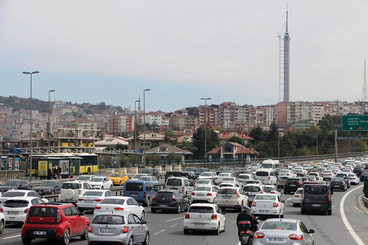 Linnaosi ühendavad magistraalid on Türgis tipptundidel nii autorohked, et tekivad ummikud Foto Mikko Selg