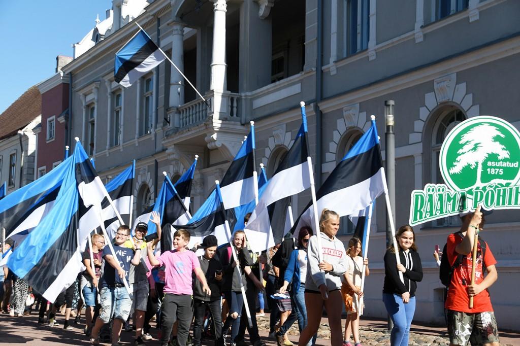 Lipu päeval Pärnus Rüütli tänaval Foto Urmas Saard