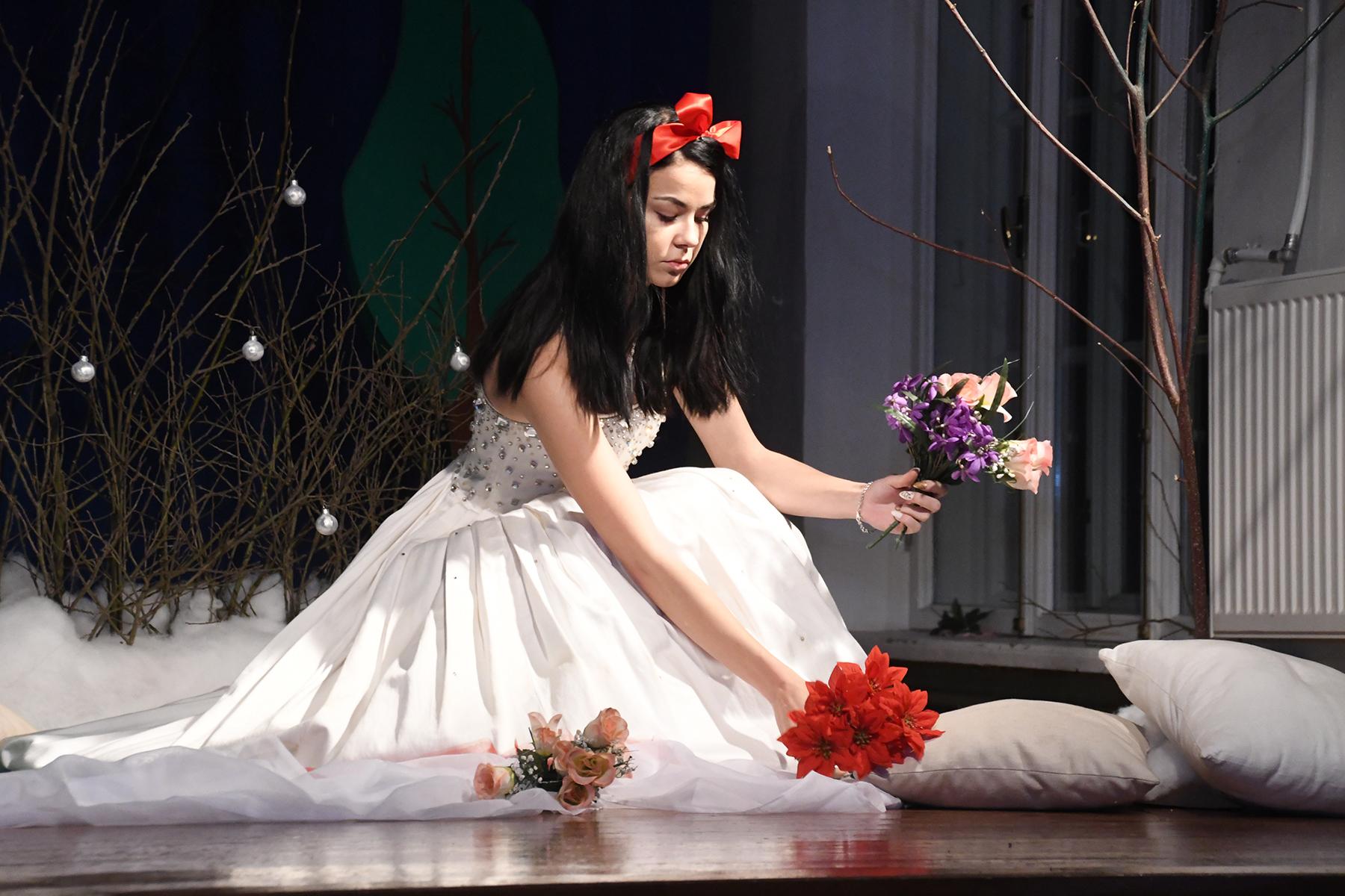 Lumivalgeke - Kristiina Anufrieva, Sindi gümnaasiumi 12. a klassi õpilane. Foto Urmas Saard