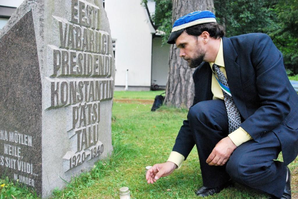 Mälestuskivi Kloostrimetsa talu õuel Foto Urmas Saard