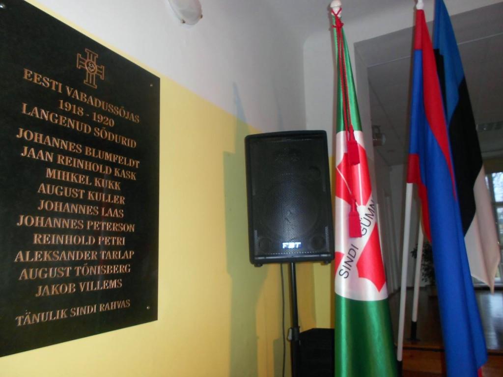 Mälestusplaat Sindi gümnaasiumi aula seinal Foto Urmas Saard