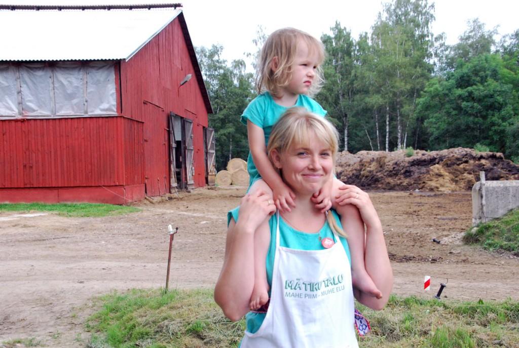 Mätiku talu peretütar Mirjam Pikkmets Oidremal 2016. a Avatud talude päeval. Foto: Urmas Saard