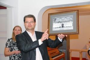 Marko Šorin, Sindi linnapea, kingib foto minevikust Foto Urmas Saard