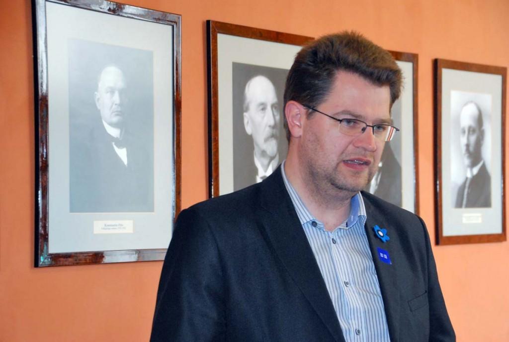 Marko Šorin riigikogu hoone koridoris, peatselt juba riigikogu liikmena Foto Urmas Saard