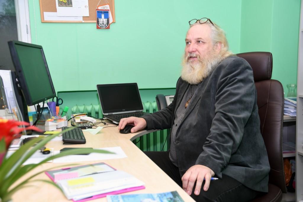 Mart Tõnismäe, Tori valla kultuurinõunik, ei tea veel, kus tema tööruum hakkab edaspidi asuma Foto Urmas Saard