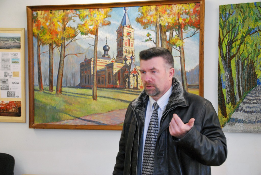 Mati Sutt kinnitab, et Sindi kiriku maalija on tema isa Jakob Sutt Foto Urmas Saard