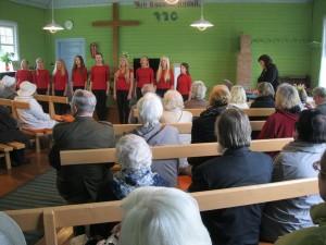Meenutus aastast 2014, kui vastupanuvõitluse päeval laulis Põgari palvemajas Ridala põhikooli lasteansambel, juhataja Anne Pääsuke Foto Heiki Magnus