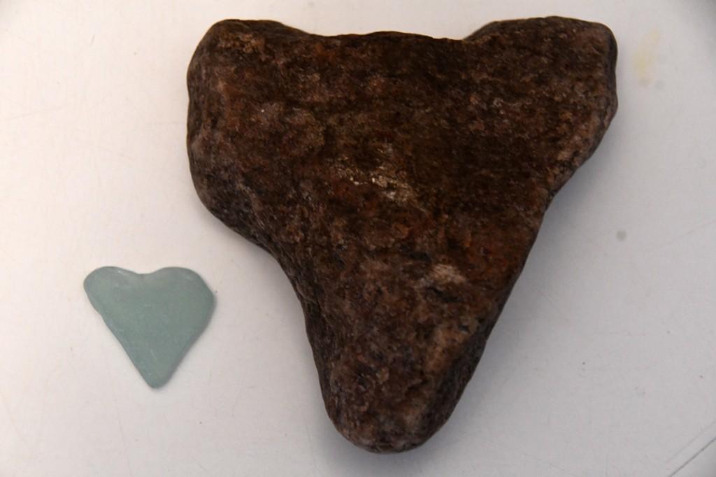 Merevees südamekujuliseks lihvitud kivikesed Foto Urmas Saard