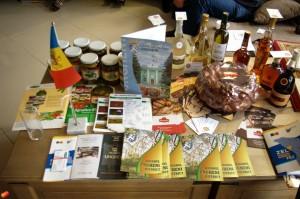 Moldovast Ungheni rajoonist pärit tooted ja trükised 2013. aasta kontaktseminaril Põltsamaa noortekeskuses Juventus. Foto: Ingrid Tamman