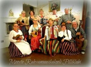 Mooste rahvamuusikakooli pilliklubi Põlvamaal Cantervilla lossis toimunud hõimurahvaste õhtul 14. oktoobril 2015. aastal. Foto: Svetlana Roht