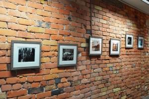Näitus+telliskivi+seinal+6+5+tööd