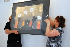 Näituse Ühes majas XIV üles panemine Foto Urmas Saard