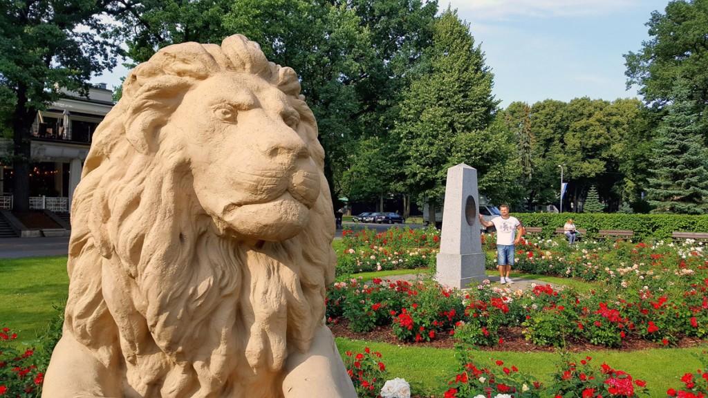 Nii Sindis kui Riias on Wöhrmanni park Marko Šorin Anna Gerthrud Wöhrmanni mälestusmärgi juures Foto Külli Šorin
