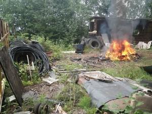 Pärijad Tartumaal prügi põletamas. Annika Osja fotod