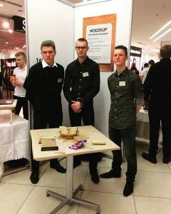 Pärnu Ühisgümnaasiumi õpilasfirma WoodsUp Karl-Kristjan Lainela, Rait Väiko, Raigo Tšetsin Foto erakogu