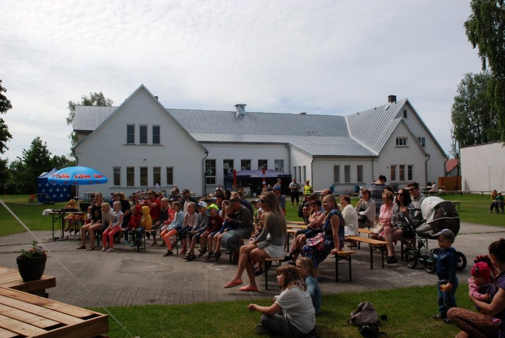 Pärnu Nooruse Maja suveaias Foto Uudo Laane