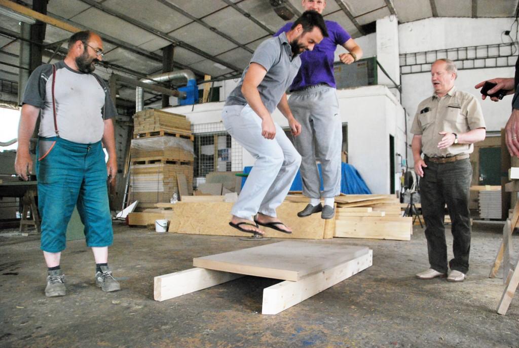 Põhuplaadil sooritatud hüpped ei tee materjalile mingit viga Foto Urmas Saard